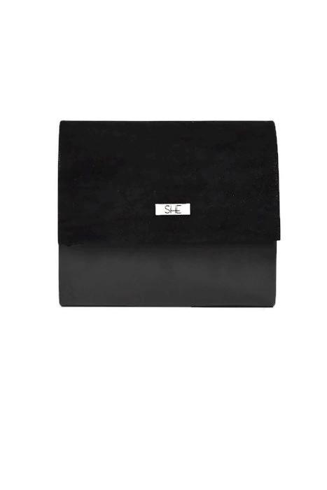Mała czarna torebka kopertówka