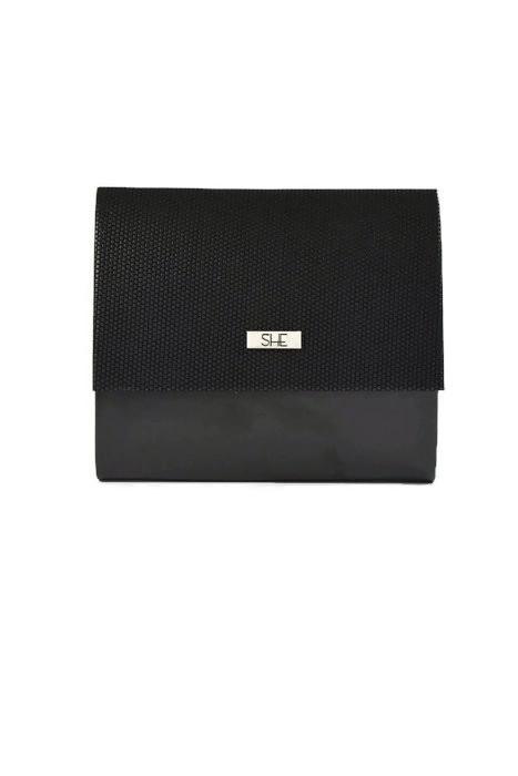 Czarna torebka kopertówka