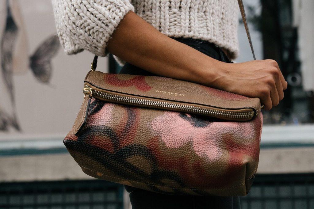 torebki z kieszonkami na zewnątrz
