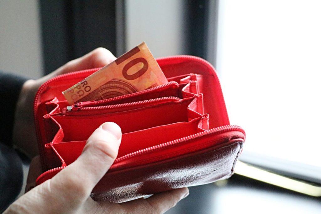 czerwone portmonetki